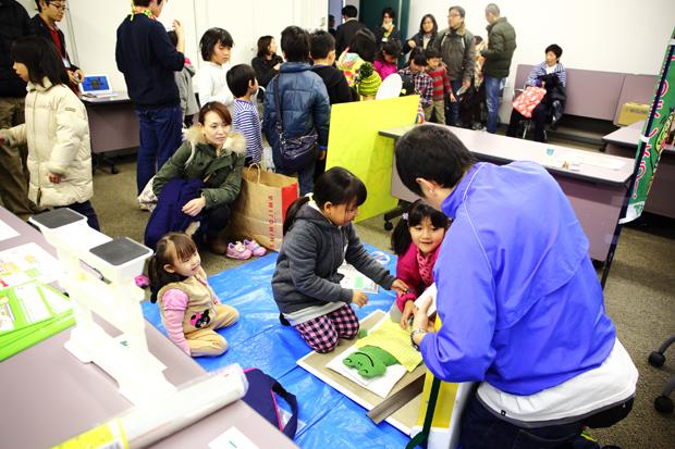 """神戸市すまいの安心支援センター(すまいるねっと)_""""はかせ""""と住まいについて学ぼう_イザ!美かえる大キャラバン! (2)"""