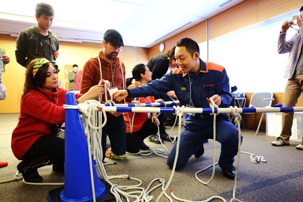 神戸市消防局_レスキューロープワークに挑戦!_イザ!美かえる大キャラバン! (2)