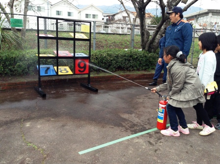 IKCin八幡東小_水消火器的当て